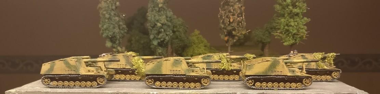 6x 15 cm schwere Panzerhaubitze 18/1 auf Fahrgestell Panzerkampfwagen III/IV (Sf) (Sd.Kfz. 165). Die gute alte Hummel aus dem Set Flames of War GE: Hummel