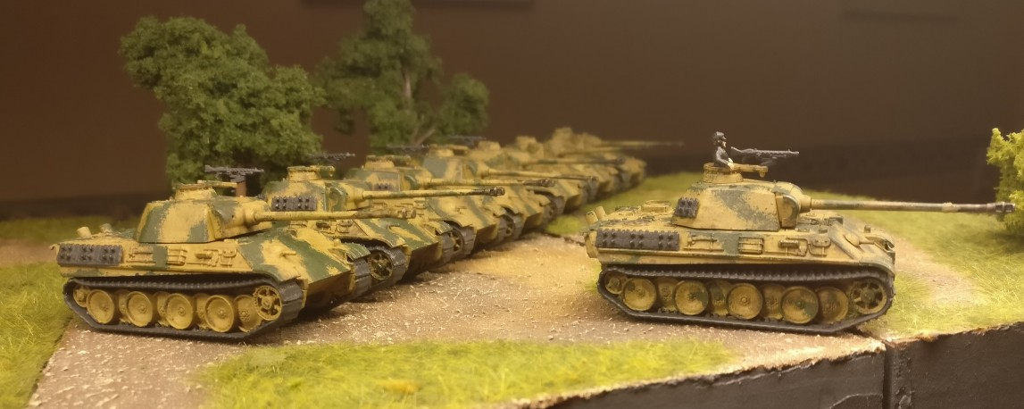 Schneidig schaun sie aus, oder? Das Flames of War Panther G Platoon könnte ich mir glatt nochmal dazu kaufen.