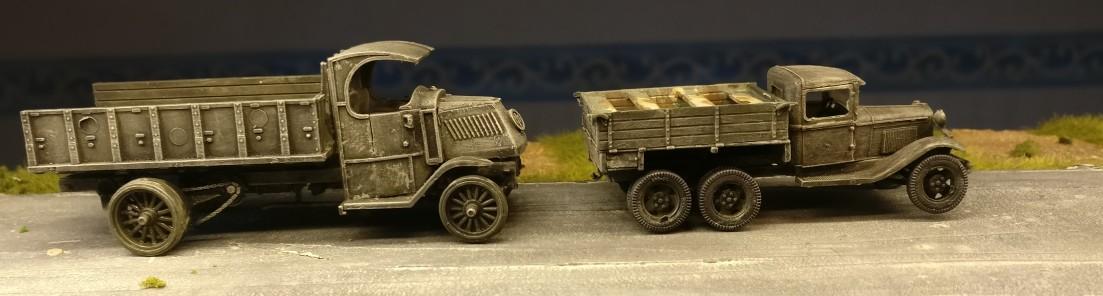 Ein GAZ-MMM und ein uralter Russentruck aus dem ersten Weltkrieg.