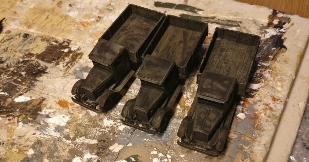 Die drei ZIS-5V nach Auftrag des Black Wash.