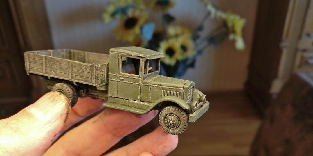 Der ZIS-5V wurde mit Bronzegrün bemalt und nochmals mit Helloliv trockengebürstet.