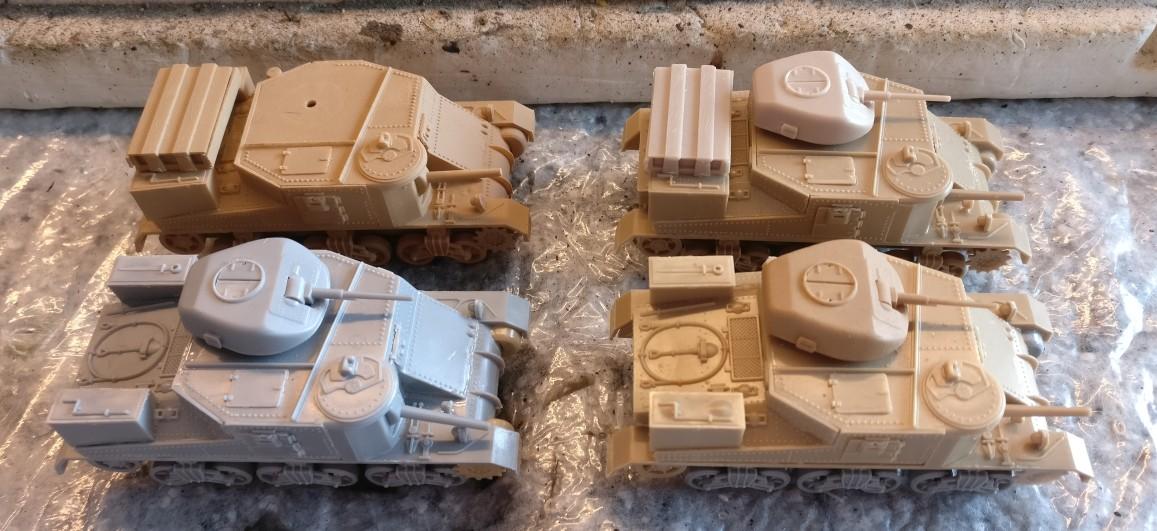 Die vier Airfix M3 Grant in dem Zustand, in dem sie zuletzt in den Magazinen der Sturmi Army lagen.