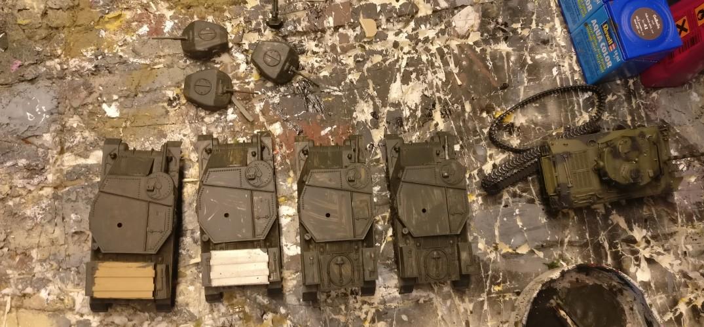 "Die Vallejo 71.281 ""3B Russian Green gibt den vier Lend-Lease Airfix M3 Grant (A01317) bereits Gesicht."
