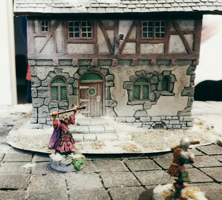 Der Magier meines Spielpartners und einer seiner Gefolgsleute, ein Bogenschütze. Frostgrave auf dem Tag der offenen Tür des Civitas Mattiacorum in Wiesbaden.