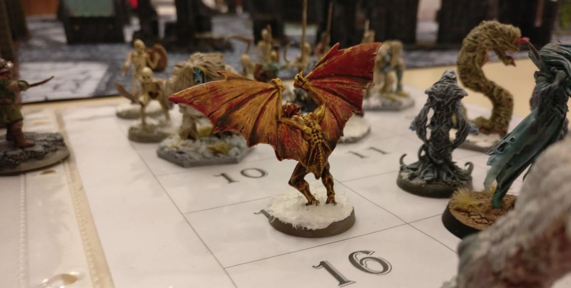 Monster auf Vorrat: aus dieser Horde von Unholden wählten wir zufällig welche aus und ließen sie auf der Spielflähe erscheinen, sobald ein Schatzmarker aufgenommen wurde. Frostgrave auf dem Tag der offenen Tür des Civitas Mattiacorum in Wiesbaden.