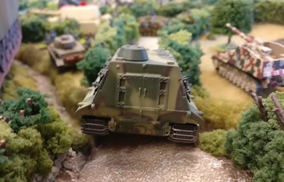 Ordentlich Rumms hat auch dieser E100 mit seiner 170mm Kanone von Modelcollect.