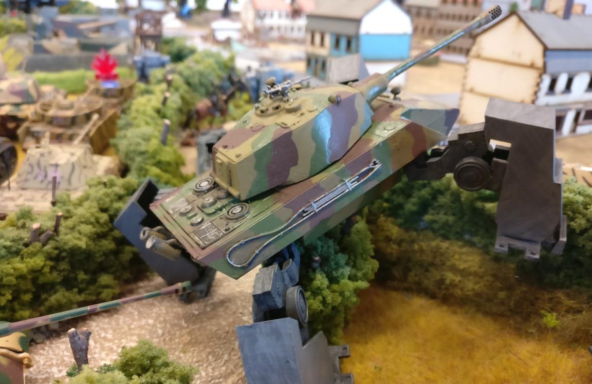 Das bewährte Waffensystem Modelcollect AS72090 E-75 Ausf. V - Gerät 58 - Fist of War in anderem Look.