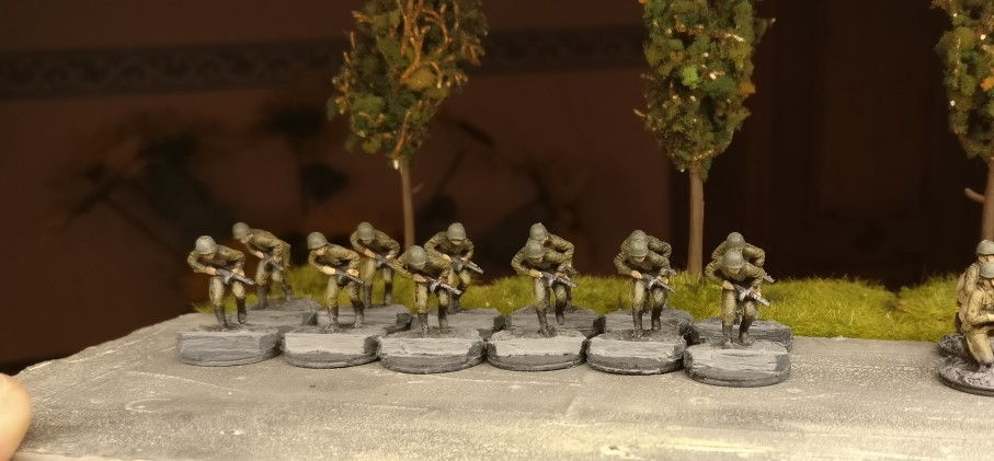 Und hier ist das Rennen gelaufen. Die 12 Mann aus dem Revell Set 02510 Soviet Infantry aind fertig für die Verschickung zur Kaserne der 10. NKWD Division.
