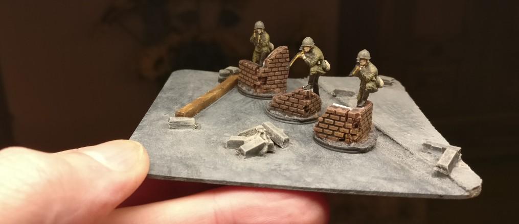 Seine drei Kollegen. Die 10. NKWD Division erhält vier Sniper. Einen hatte sie bereits.