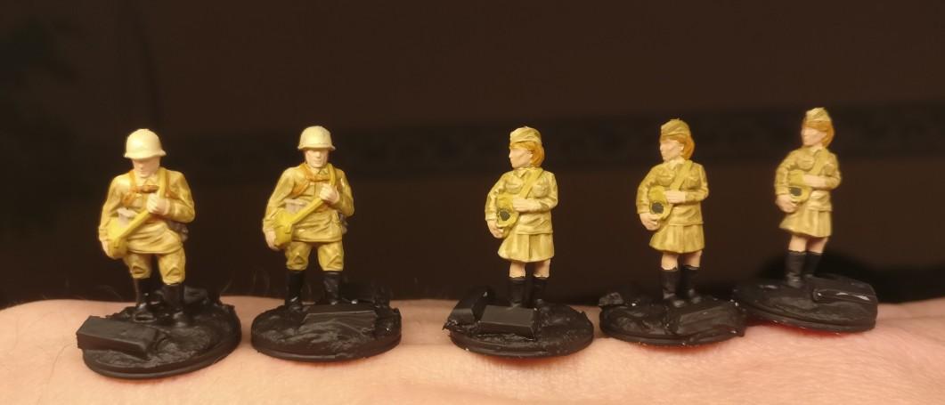 Hier nochmal die 5er-Truppe in der hellen Varianten. Hier wurde bereits die Base grundiert.