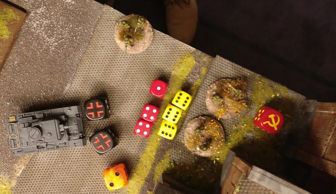 Von den drei Treffern aus dem Beschuss des Panzer III kann der Verteidiger zwei saven. Ein Treffer jedoch führt ungesaved zum Verlust einer Rifle Group.