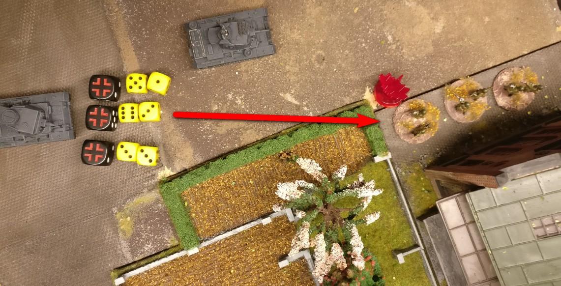 Das MG des Panzer III erhält für jeden AP, den es für einen Schuss erhält, zwei gelbe Trefferwürfel. Somit erwürfelt der Panzer III seine Treffer bei dreimaligem Schießen mit sechs W6 Würfeln.