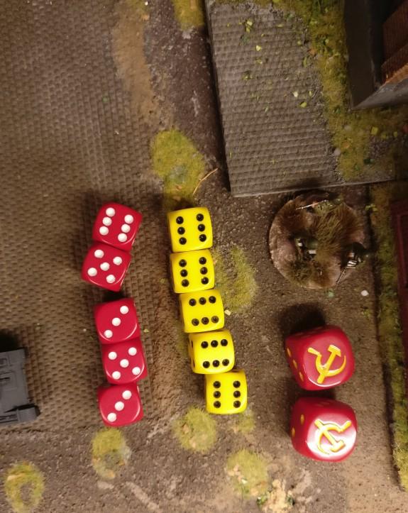 Trefferwurf des MMG Platoon und Save-Wurf für die letzte Rifle Group in der Werkshalle.