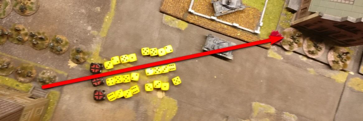 Aus dem Verwaltungsgeböude wird mit 24 Trefferwürfeln ein Feuerschlag auf die Stellung der russischen MMGs ausgeführt.