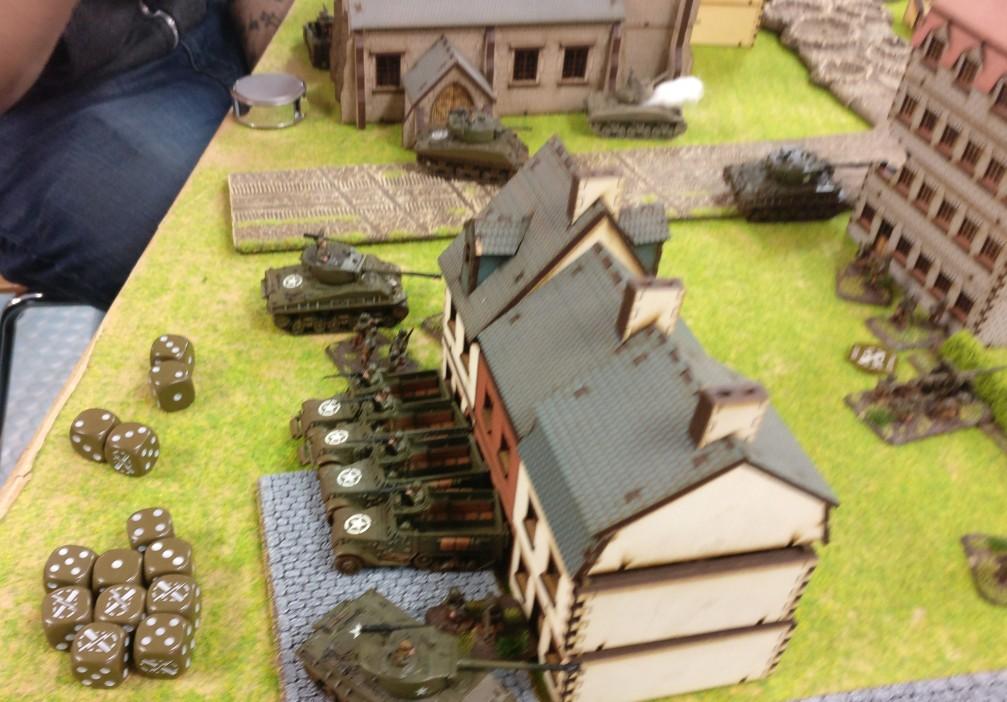 Die geparkten M3 Halftacks der US Truppen.