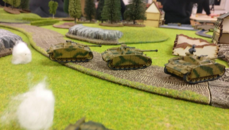 Deutsche StuG III stoßen vor.