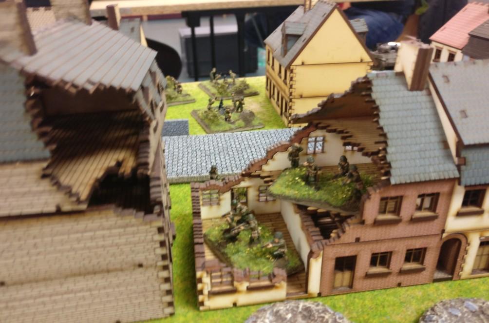 Ganz so einfach wird es nicht werden: in der Ortschaft sitzen alliierte Infanteriekräfte.