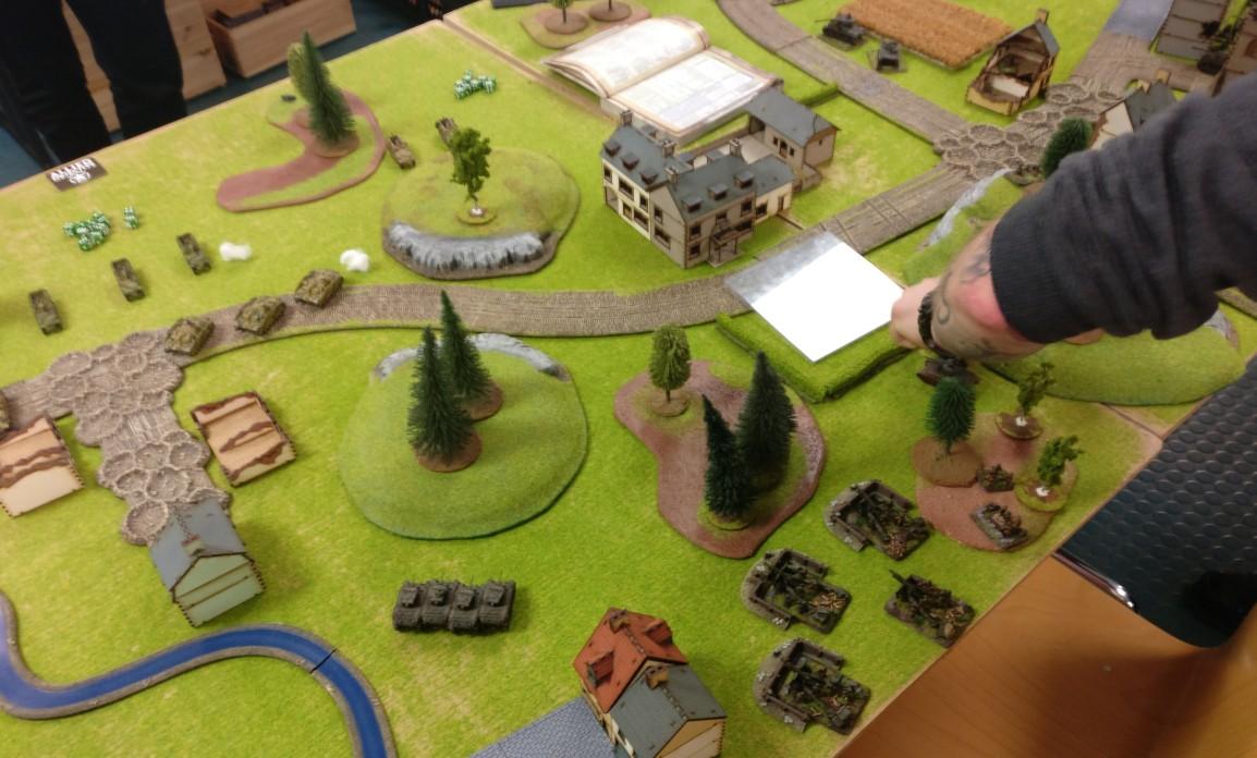 Im MIttelfeld steht Artillerie bereit, die deutschen Vorstöße zu stoppen.