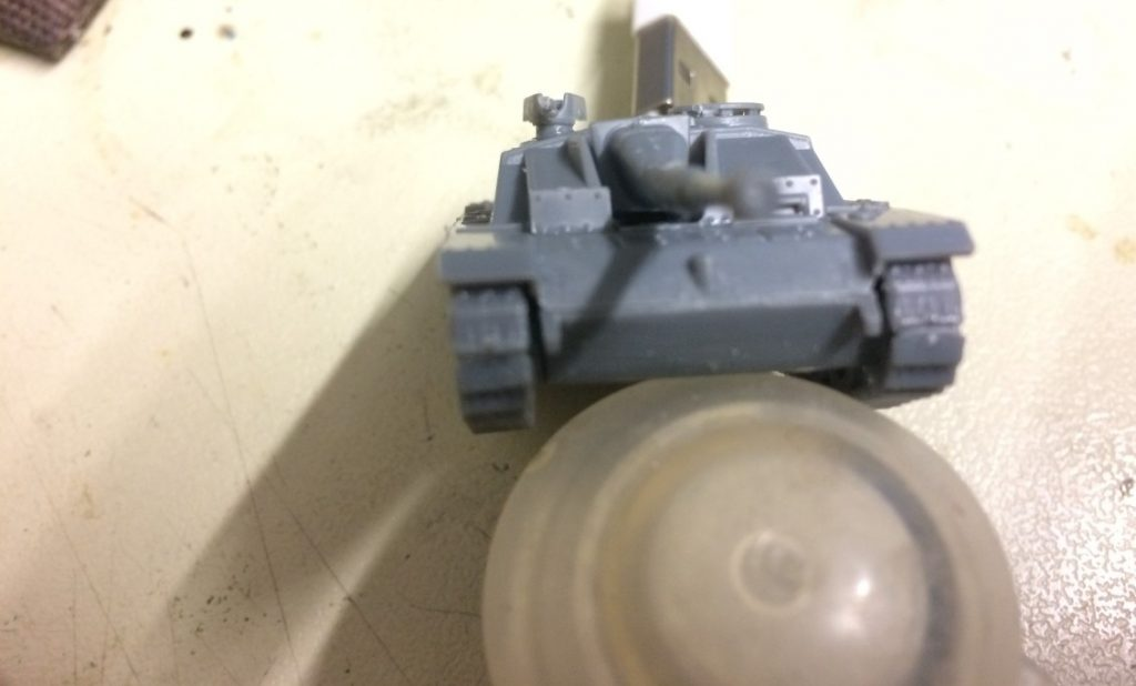 """Hier die  StuH 42 Ausf. G mit """"geschweißtem"""" Bug  und ohne Nieten nochmal, aber bereits mit eingelassener 10,5-cm-Sturmhaubitze 42."""