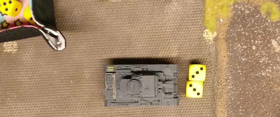 Der nächste Panzer III nimmt das gleiche Square der Produktionshalle unter Beschuss. Wieder spricht das Bord-MG dreimal.