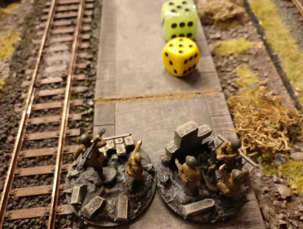 """Leichter Granatwerfer und Panzerbüchse werden mit der """"5"""" aktiviert. Mit """"5"""" APs kann man auch gut nach vorne marschieren."""