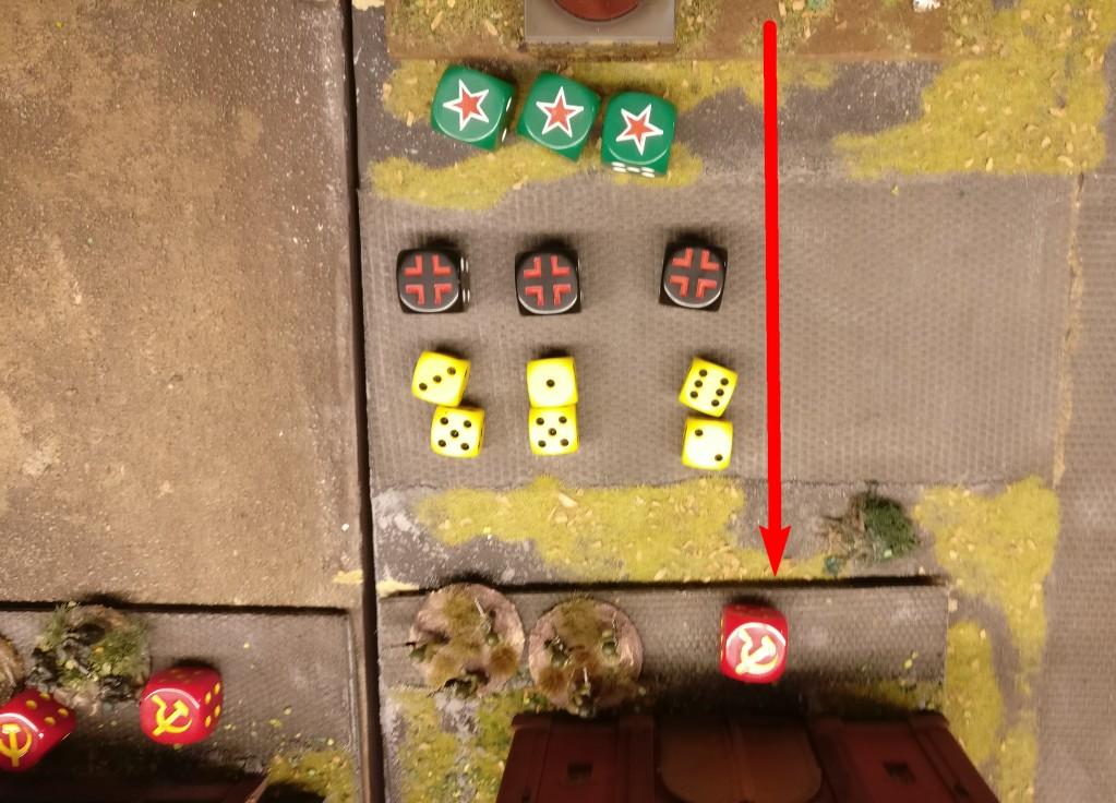 Anschließend wird der Turm geschwenkt und man holzt auch rüber auf das wiederbesetzte Gebäude. 3x MG-Feuer ergibt 6 Trefferwürfel.