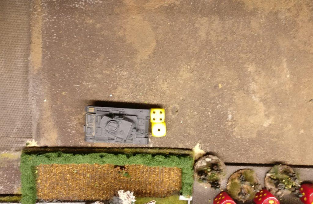 Ein dritter Panzer III des Panzerregiment 25 zieht vor. Nur noch 5 AP stehen zur Verfügung. na, für ein wenig Budenzauber wird es reichen.