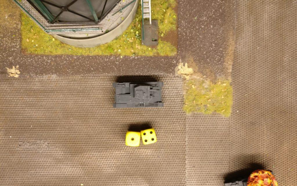 Und ganz hinten ist noch einer am Start. Ein Panzer II, der auch etwas beitragen möchte. Mit 5 APs geht nicht ganz soviel, aber er tritt tapfer an.