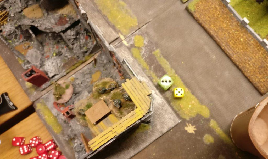 Da kann das LMG-Platoon in der Ruine nicht länger schweigen und mischt mit. 8 APs verleiten zum Feuerwerk.