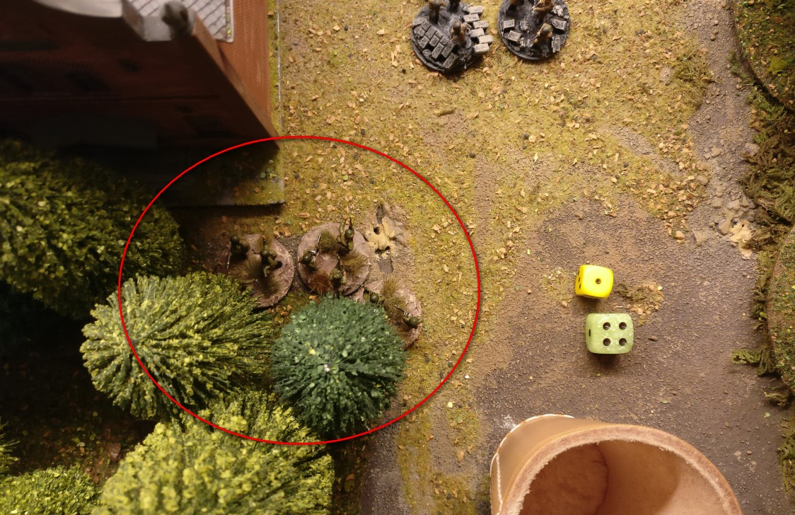 Das Rifle Square hinterm Lagerhaus wird aktiviert, doch mit dem einen AP kann man sich nicht aus dem Square herausbewegen. Es ist ein Closed Square, das zu verlassen 2 AP kosten würde.
