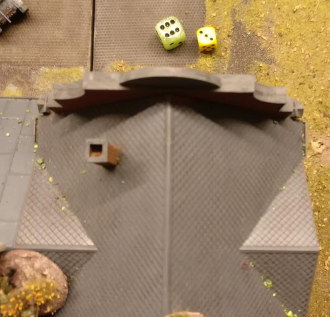 """Aktivieren des Squares ganz vorne am Lagerhaus: Die """"6"""" genügt stets als Autowin. Die 3 erwürfelten APs wird man zum Schießen nutzen wollen."""