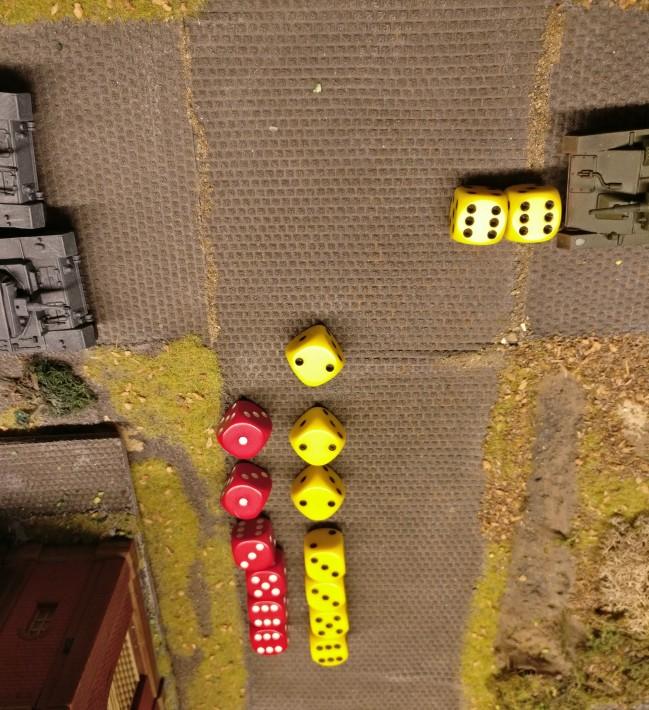 4 Treffereffekte stehen 4 Panzerungseffekten gegenüber. Die Panzer III überstehen den Feuerüberfall bravourös.