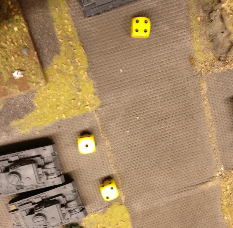 Auch dieser T-70 trifft auf das deutsche Trio. Und wieder vergeigen die Panzer III das Opportunity Shooting.