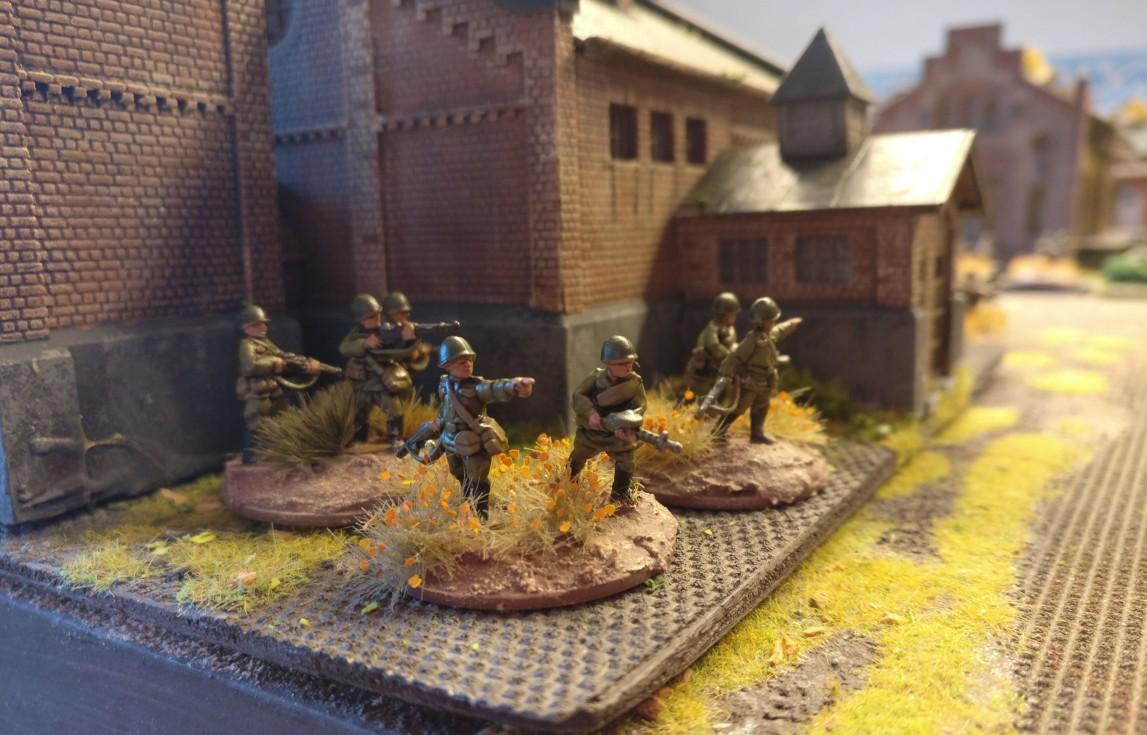 """Diese Rifles und LMG stehen am Plattenrand. PBI/Poor Bloody Infantry Game """"Wjasma"""": 30. Armee der Roten Armee vs. 7. Panzerdivision der Deutschen Wehrmacht"""