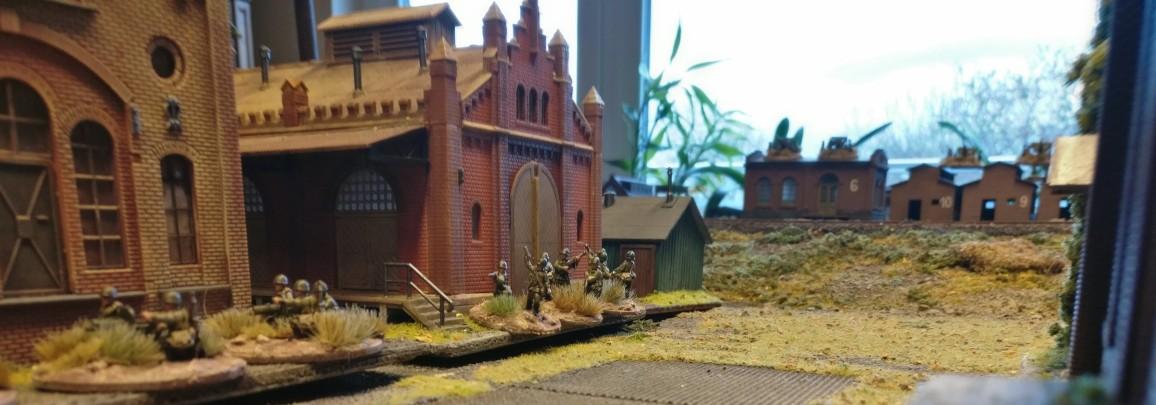 """Die hintere Fabrikhalle wird von Rifle Groups besetzt gehalten. PBI/Poor Bloody Infantry Game """"Wjasma"""": 30. Armee der Roten Armee vs. 7. Panzerdivision der Deutschen Wehrmacht"""