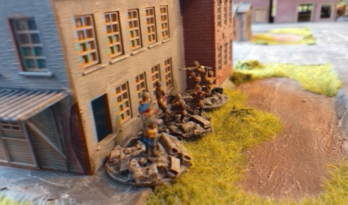 Der Platoon Commander hat eine AT-Rifle Group und eine Rifle Group mit in der Stellung.