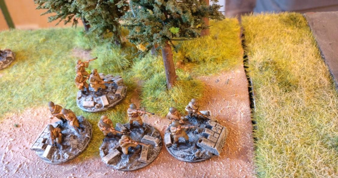 """Hinter der Flankendeckung der Paks liegt eine Reserveeinheit im Wald. Es sind sieben Rifle Groups, die hier auf ihren Einsatz warten. PBI/Poor Bloody Infantry Game """"Wjasma"""": 30. Armee der Roten Armee vs. 7. Panzerdivision der Deutschen Wehrmacht"""