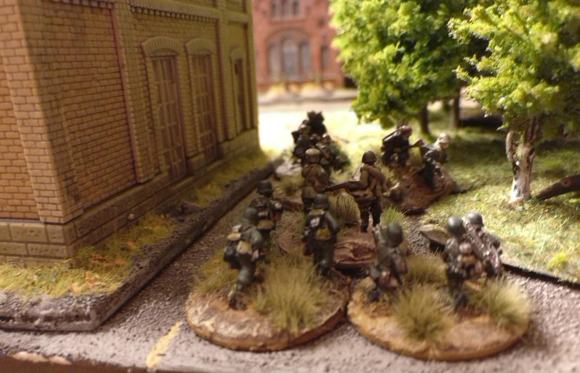 Hier weitere LMG Groups und der Platoon Commander des Platoon.