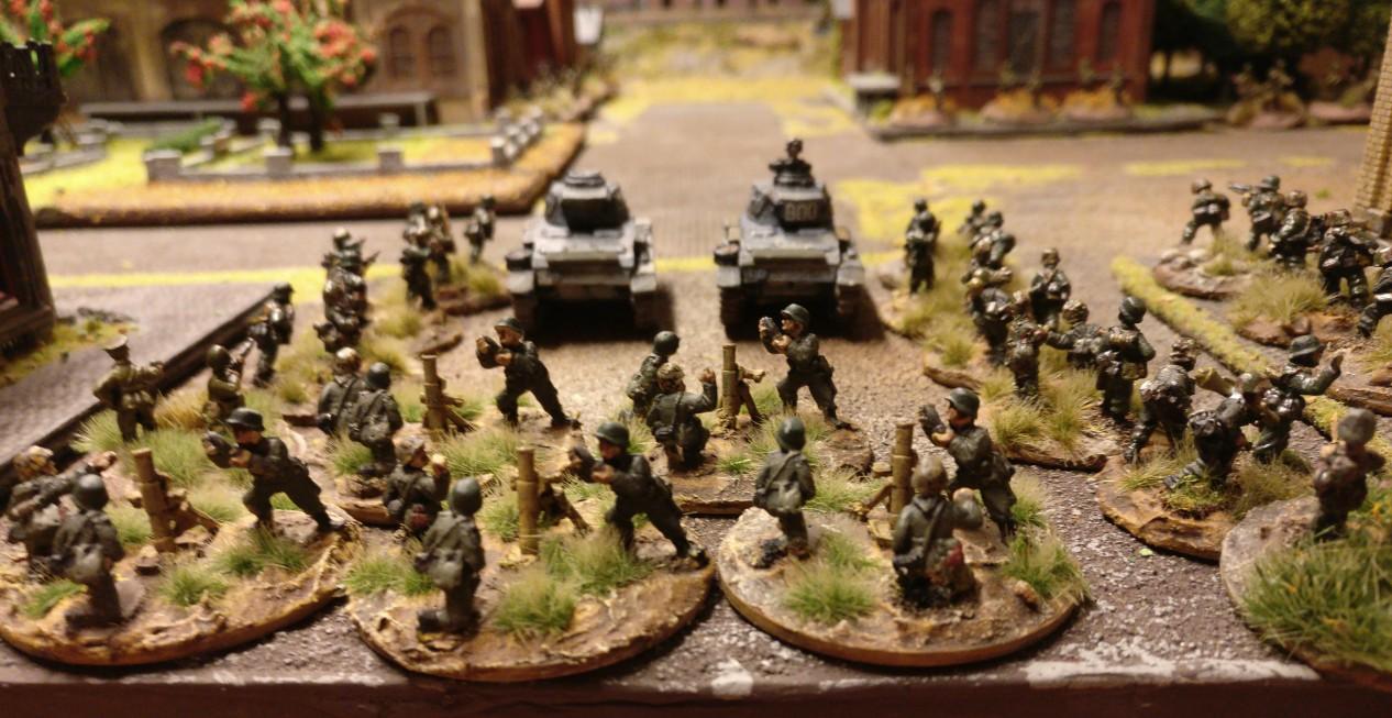 """Das Pionier-Bataillon 58 wird unterstützt durch ein Mortar Platoon sowie ein weiteres Infantry Platoon, das mit in den Sturmangriff gehen wird. PBI/Poor Bloody Infantry Game """"Wjasma"""": 30. Armee der Roten Armee vs. 7. Panzerdivision der Deutschen Wehrmacht"""