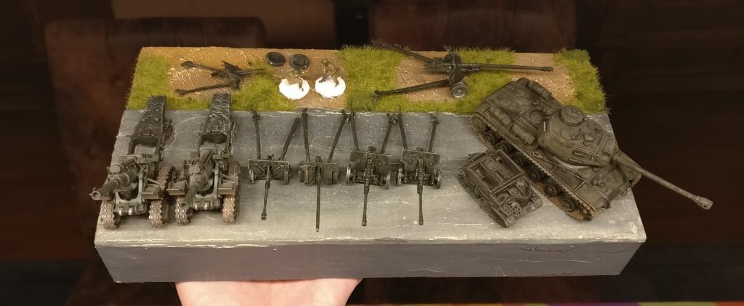 Hier wurde bereits das Anti Tank Team separat gebased und die Pak von der Base genommen und zur besseren Bemalbarkeit zerlegt.