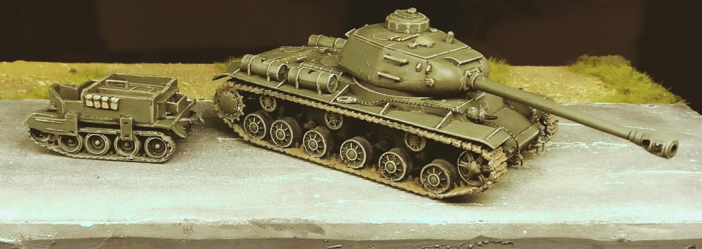 Von PST: der WWII Soviet Kv-122 Heavy Tank (72009) und ein Bren Carrier Verschnitt.