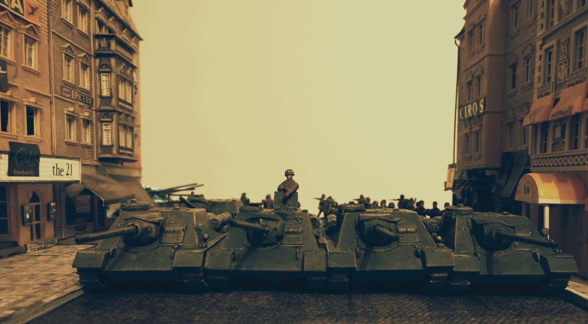 Einige der zur Unterstützung der 10. NKWD-Division abkommandierten Jagdpanzer.