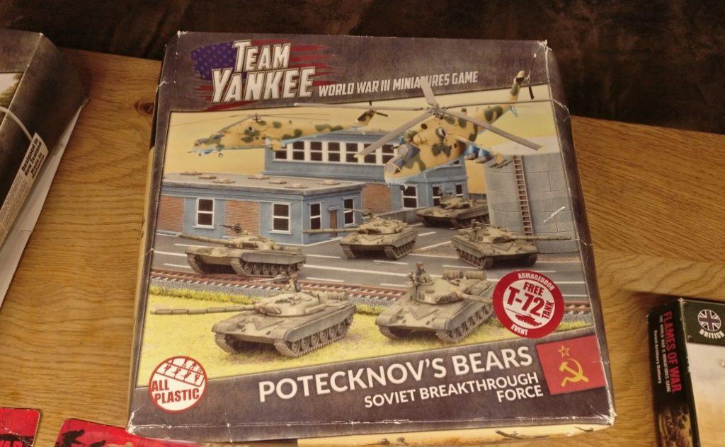 """Das Flames of War Set """"Potecknov's Bears"""" hat schicke 10 T-72 Panzer dirn und zwei Mil Mi-24 Hind, die Hirschkuh."""