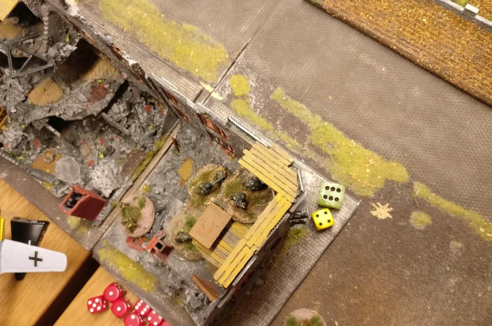 Beschuss aus der Ruine. Die Aktivierung gelingt auch hier, doch der folgende Beschuss verläuft erfolglos (ohne Fotos)