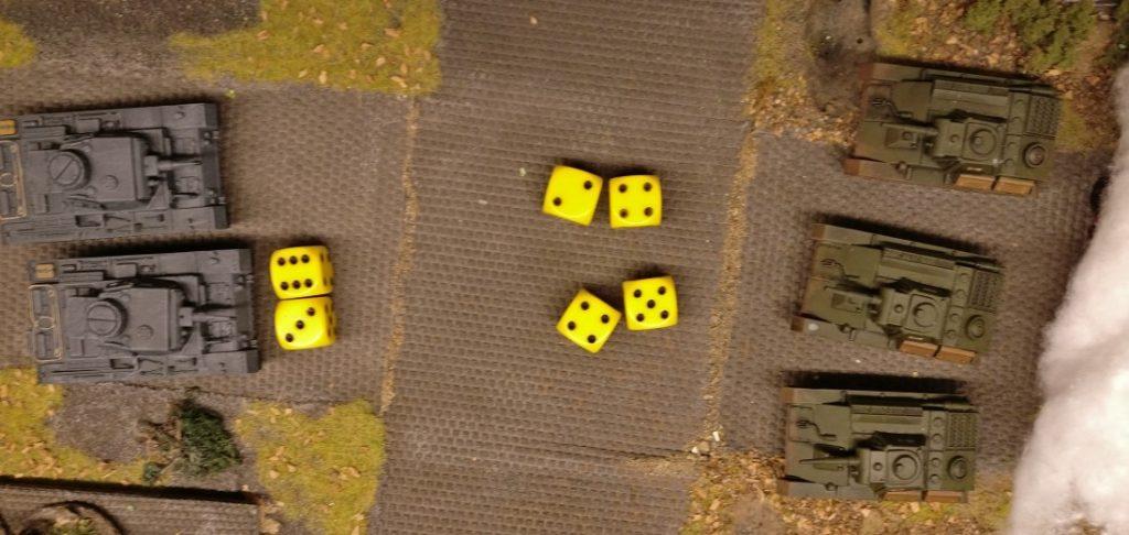 """Der andere Panzer III verfügt über 9 APs und kann ebenfalls zweimal die Hauptwaffe abfeuern. Die """"9"""" ergibt einen Treffer!"""