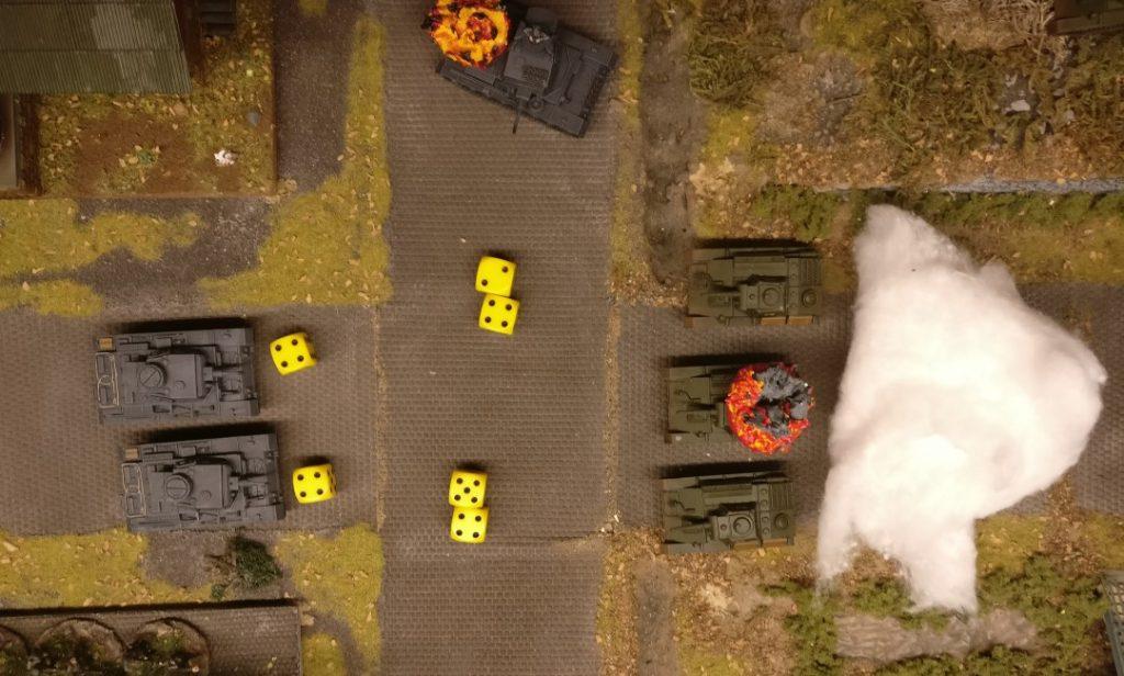 """Es folgt das Opportunity Shooting seitens der Panzer III. Beide dürfen Opportunity Shooting geben ( ab """"4"""" ), jedoch trifft nur der eine der beiden mit seiner """"9""""."""