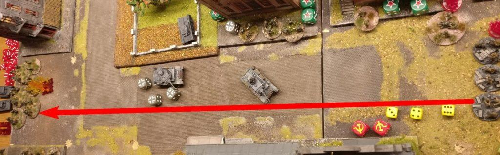 """Zuguterletzt feuert der leichte 50mm Granatwerfer auf die Ansammlung der deutschen Granatwerfer am anderen Ende der Werksstraße. Und... eine """"6"""" bewirkt einen Treffer auf jede Foot Group im Square. Das ist die Chance der Rotarmisten, doch jede der Foot Groups im Ziel saved erfolgreich."""