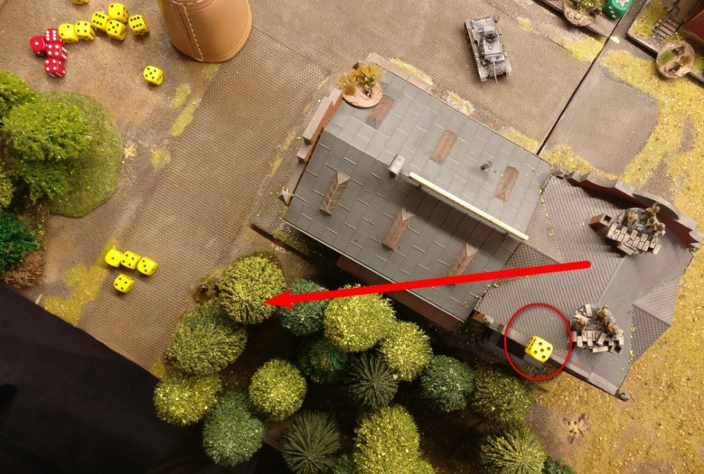 Der Brückenkopf auf dem Areal des Lagerkomplexes erhält ebenfalls Opportunity Shooting. Glücklicherweise trifft der Iwan nicht.