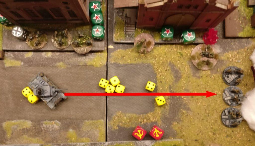 Der erste Flammpanzer III feuert auf die Rotarmisten am Ende der Werksstraße. Zwei Flammstöße und einmal MG-Beschuss - kein Treffer.