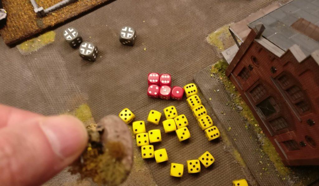 """Es gibt doch noch eine Gerechtigkeit... Eine """"1"""" beim Saven bringt den ersten Erfolg des Zuges für den deutschen Spieler. Damit ist das zweite Square auf dem Areal des Lagerhauses gesäubert."""